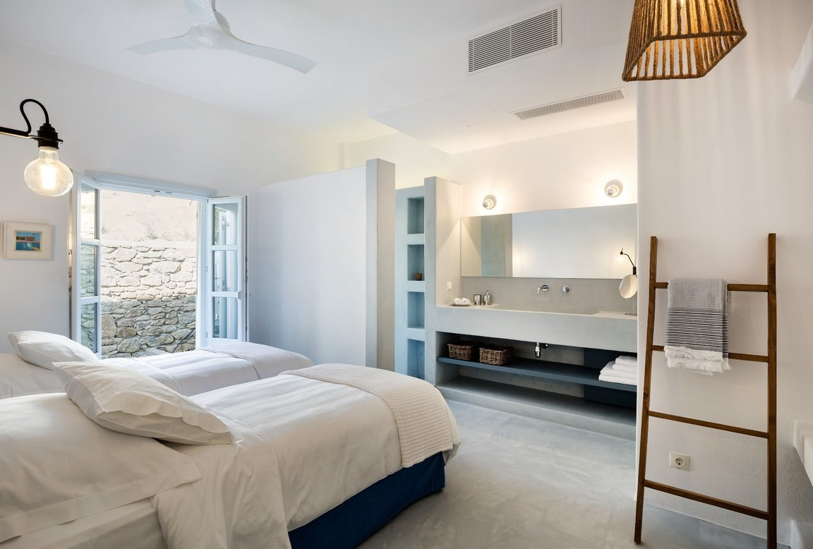 BougainVilla_Mykonos_Bedroom_twin_beds