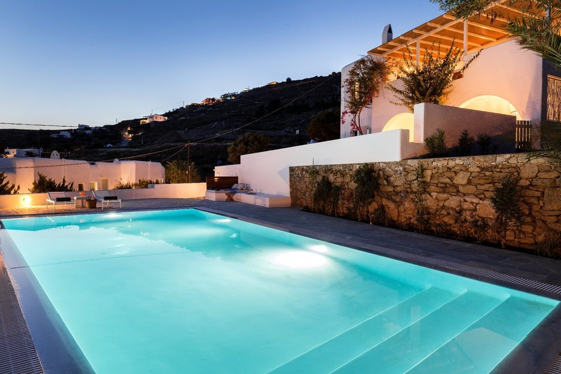 BougainVilla_Mykonos_swimming_pool